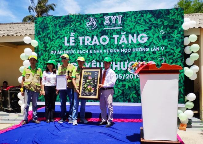 Chi hội Xanh yêu thương trao tặng dự án 'Nước sạch và nhà vệ sinh học đường' cho Bình Thuận