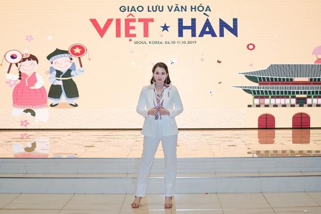Pham-ha-viet-han-1
