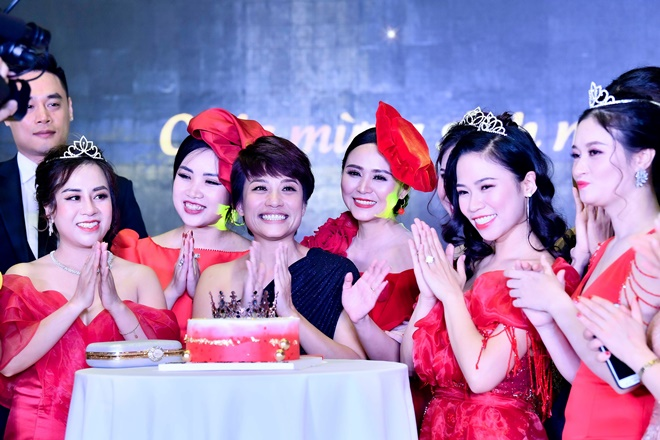 nsut-tran-ly-ly-nguoi-cam-trich-cong-tam-11