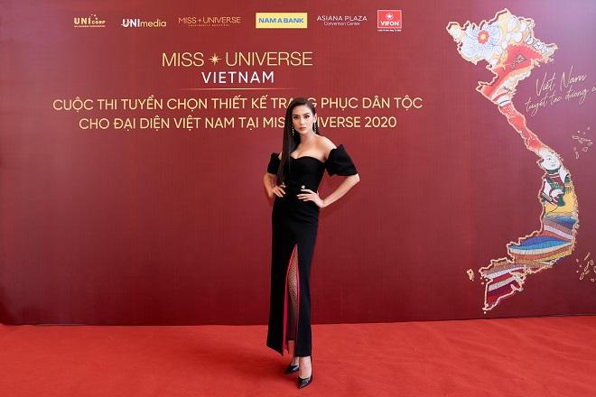Giam khao_A hau Sieu mau Vo Hoang Yen3