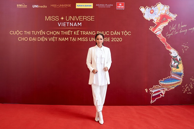 Giam khao_Hoa hau HHen Nie3