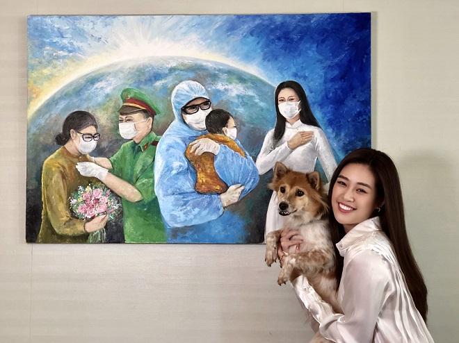 Hoa hau Khanh Van dau gia buc tranh 150 trieu dong2