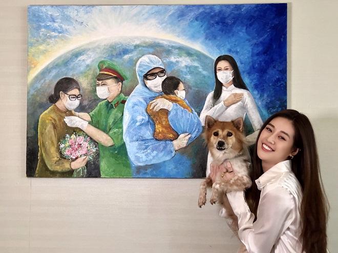 Hoa hau Khanh Van dau gia buc tranh 150 trieu dong4
