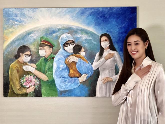 Hoa hau Khanh Van dau gia buc tranh 150 trieu dong5