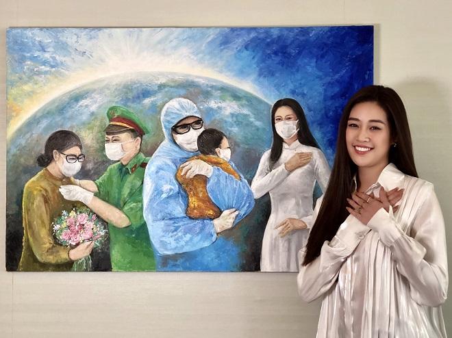 Hoa hau Khanh Van dau gia buc tranh 150 trieu dong6