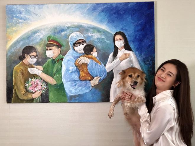 Hoa hau Khanh Van dau gia buc tranh 150 trieu dong7