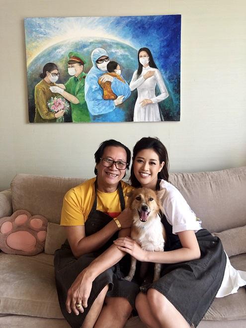 Hoa hau Khanh Van dau gia buc tranh 150 trieu dong8