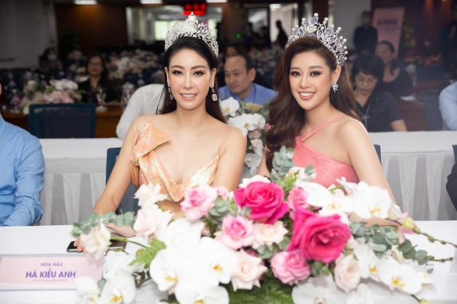 Hoa hau Khanh Van ra mat dai su thuong hieu33
