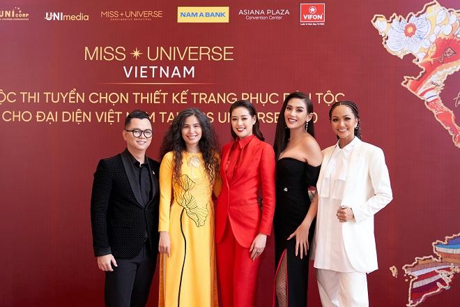Hoi dong giam khao va Hoa hau Khanh Van4