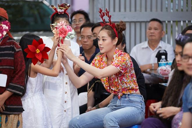 Hoa hau Khanh Van_Giang Sinh OBV39